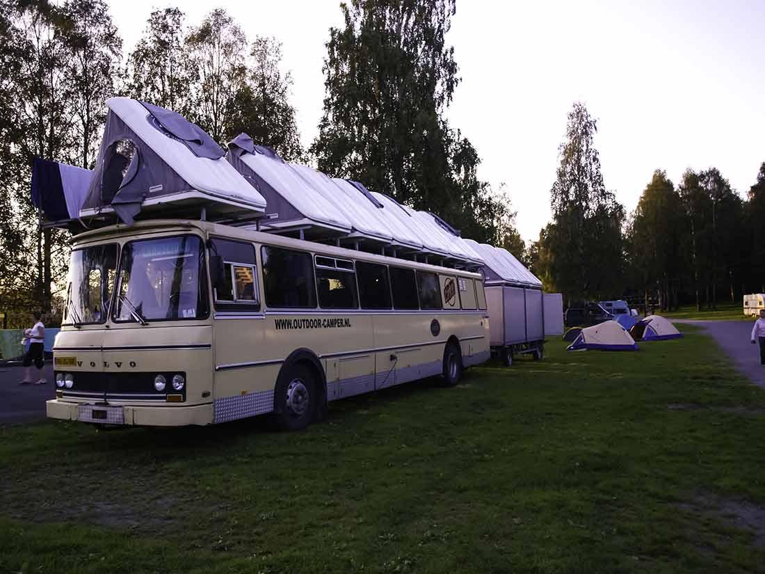 maggiolina sopra il bus