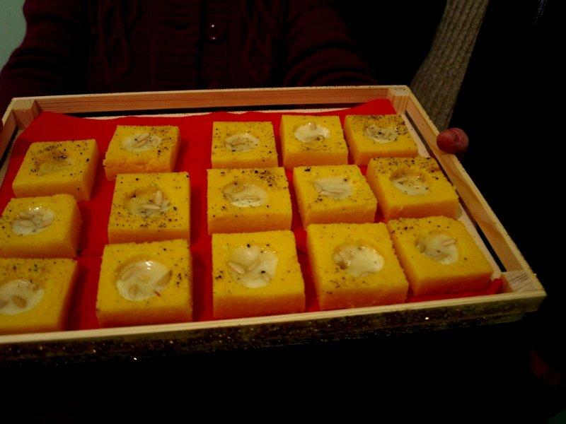 scodelline di polenta con fonduta di taleggio