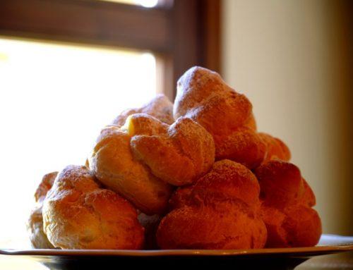 Bignè alla crema pasticcera anche detta pasta choux