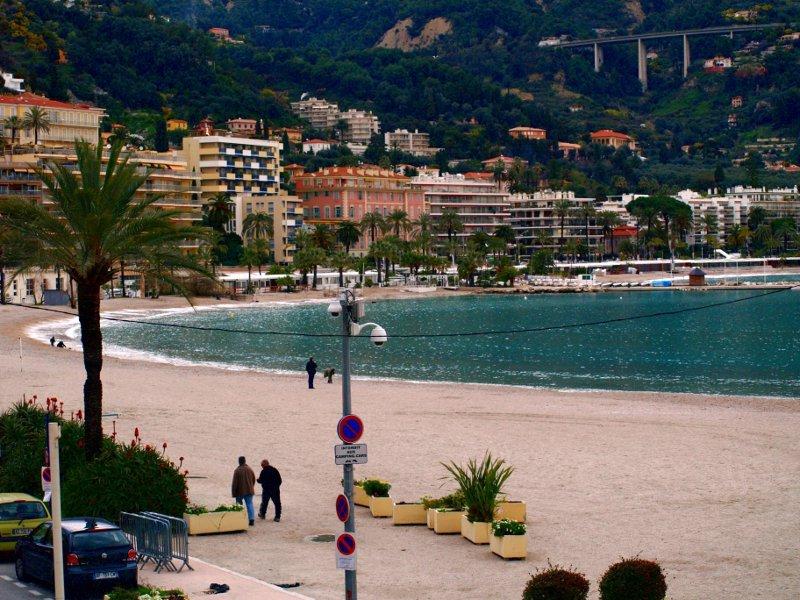 spiaggia cittadina menton