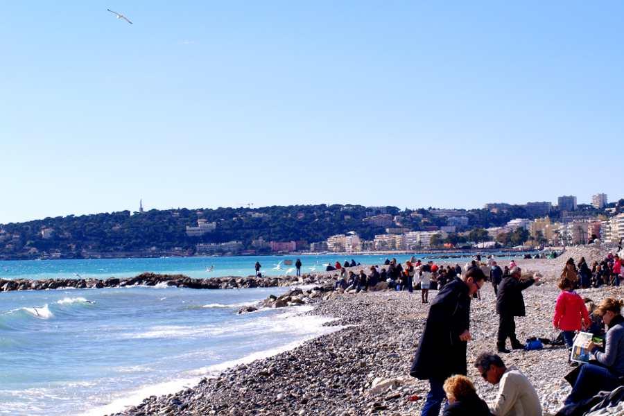 Mentone spiaggia affollata