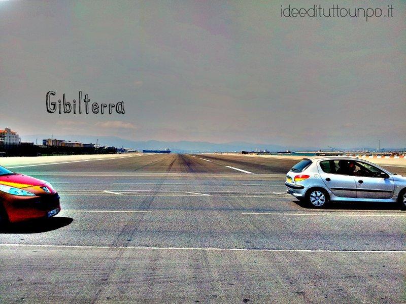 Gibilterra aeroporto in mezzoa lla strada
