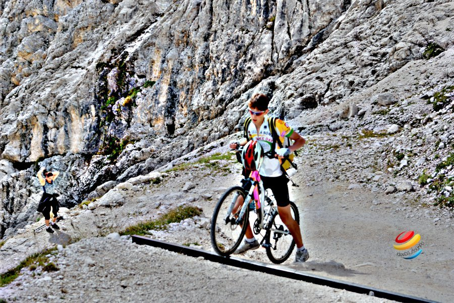 mountain bike alle torri del vajolet