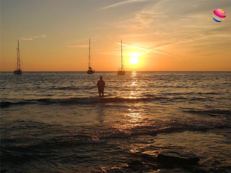 alba spiaggia acque calde