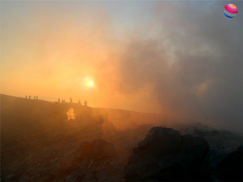 Isola di vulcano, nube solforosa