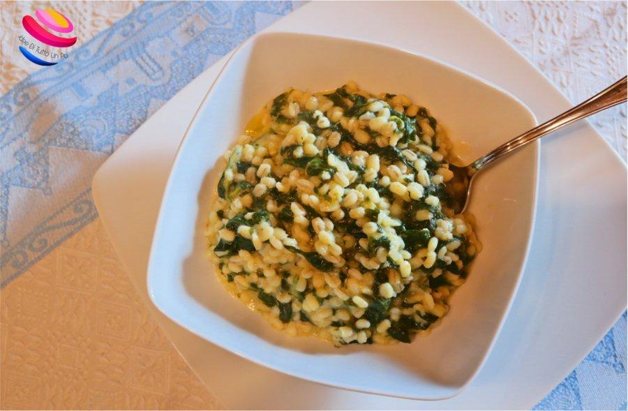 zuppa di orzo con spinaci da sopra