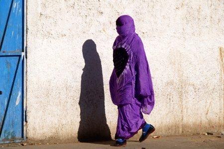 Algeria Tadrart donna all'Oasi di Djanet