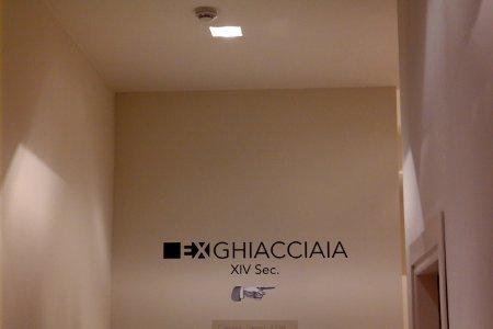 Trekking Urbano di Bologna indicazione ghiacciaia Hotel Portici