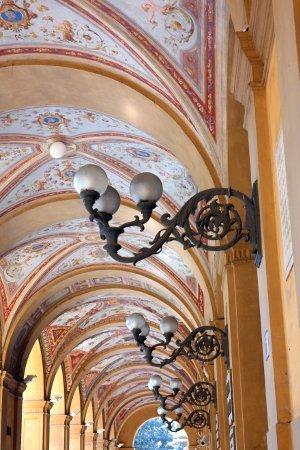 Trekking Urbano di Bologna portici decorati