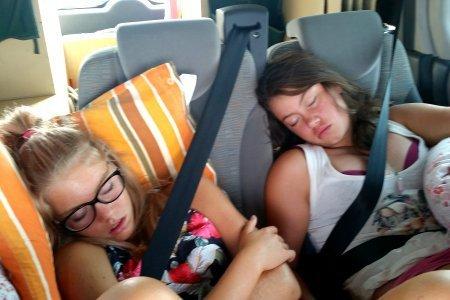 cosa fare in macchina durante un viaggio dormire