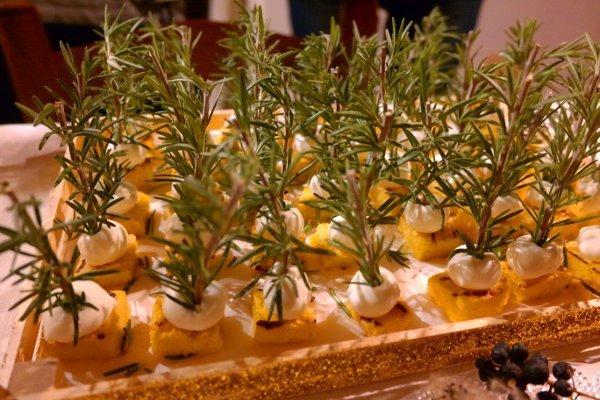 manu di capodanno spiedini di polenta e mozzarella
