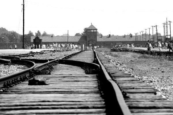 visitare Auschwitz le rotaie di Birkenau