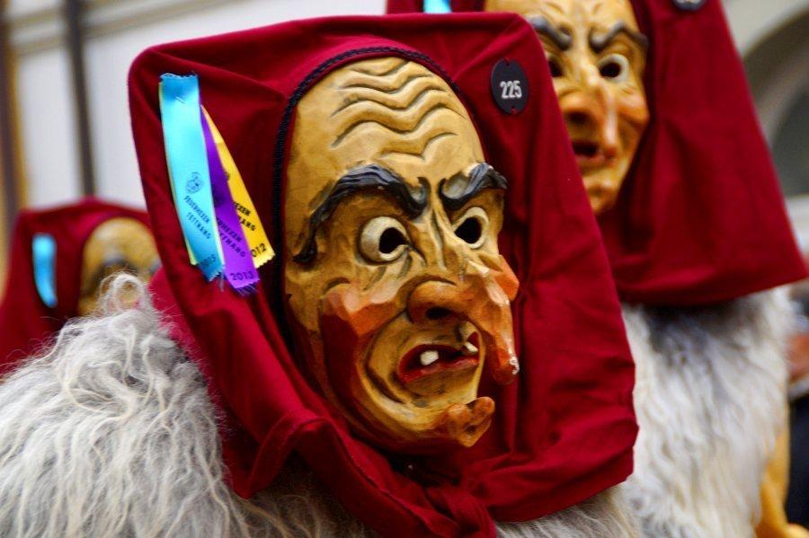 maschere di legno Carnevale di sardegna