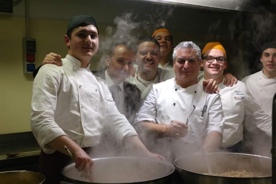 Cucina siciliana, lo staff della cena siciliana