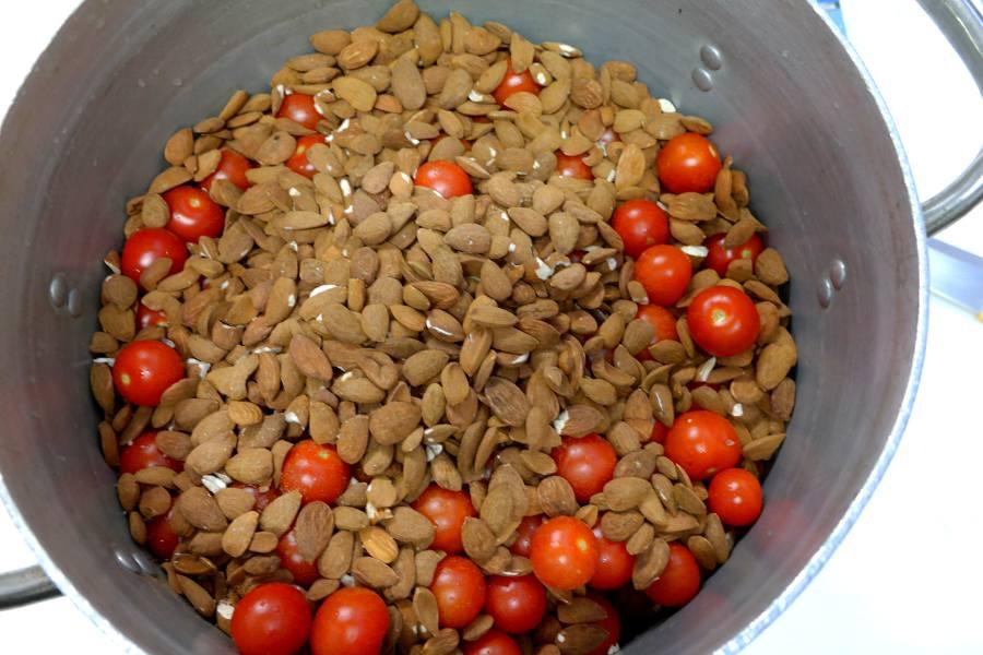 Cucina Siciliana: mandorle e pomodori per il pesto siciliano
