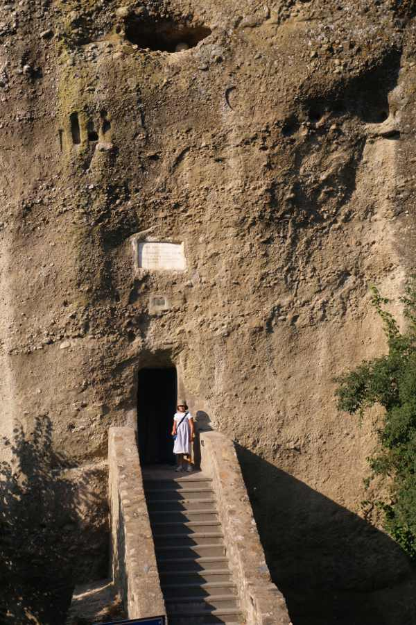 Meteora in grecia, l'ingresso del monastero gran meteora