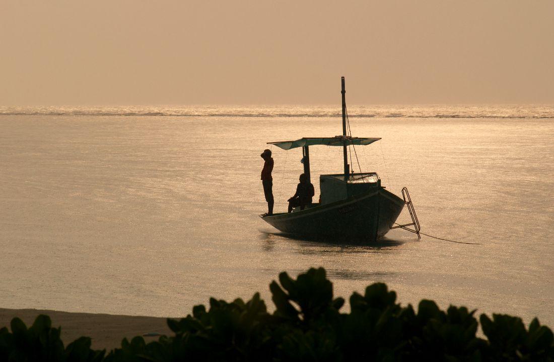 maldive dhoni al tramonto