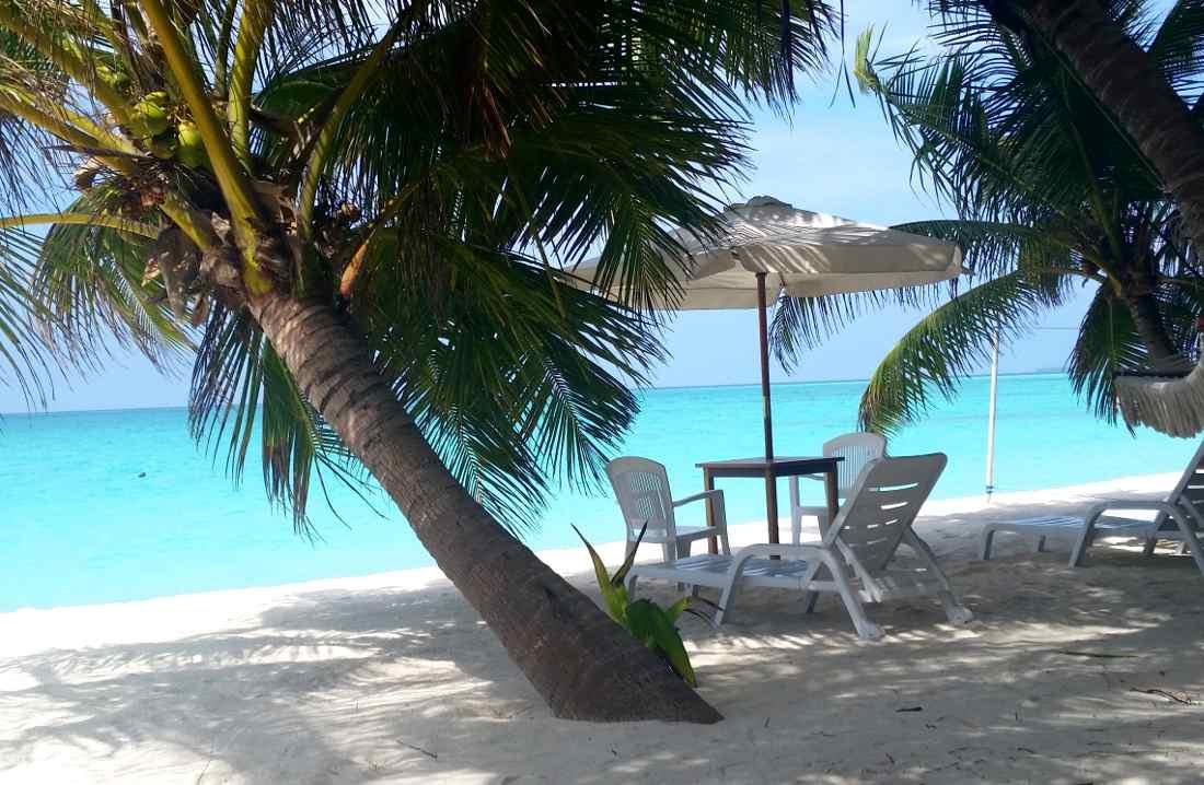 maldive la spiaggia della guest house