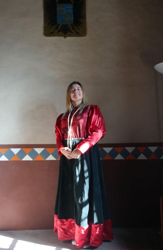 CAstello di Gambaro e il costume da Giovanna Scotti da Vigoleno