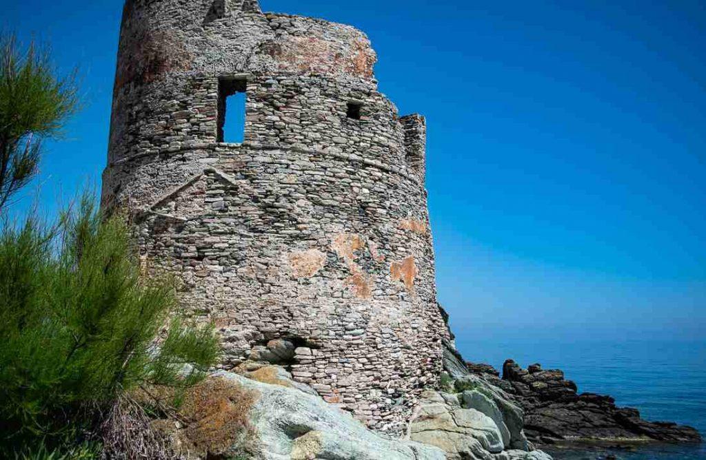 Cap Corse: la torre genovese di Erbalunga