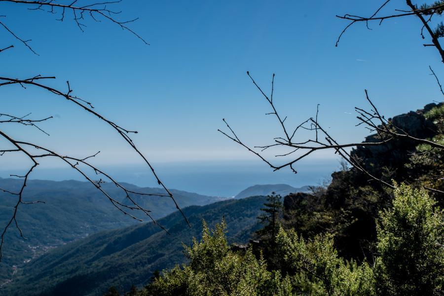Fondazione Cima trekking con vista sul santuario Pelagos